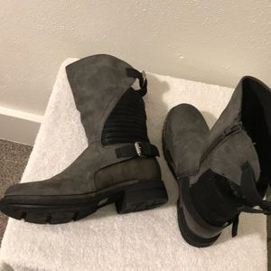 Muk Luks Gray Leather Boot Size 6